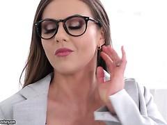 Rauchend heiße Sekretärin Tina Kay muss doppelt penetriert werden