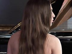 Nicole Pearl ist eine talentierte Klavierspielerin und DP-Schlampe