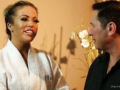 Carmen Valentina fickt ihren Russischlehrer in einem Massagesalon