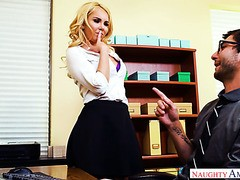 Verheirateter Chef fickt seine 21-jährige Praktikantin Jill Cassidy in seinem Büro