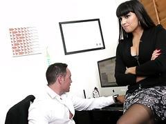 Slutty Mitarbeiterin Anna Takizawa verführt Chef in der Büroküche
