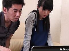 Coy asiatisches Dienstmädchen Sena Sakura spritzt auf den Schwanz des Chefs