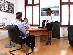 Chef und seinem Geschäftspartner Doppel-fick Sekretärin Ally Breelsen
