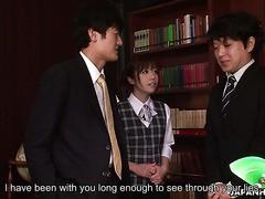 Boss fickt schüchterne Freundin Aiko Endou in seinem Büro zu dritt