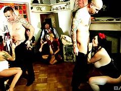 Böse Vierer sex mit britischen Schlampen Jasmine James und Billie Rai