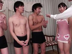 Sayaka Takanashi macht fünf nerds, die gerne mit Ihrem Mund und hand