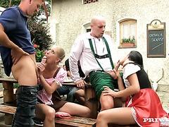 Oktoberfest-Party wird zur verrückten Orgie mit drei tschechischen Mädchen