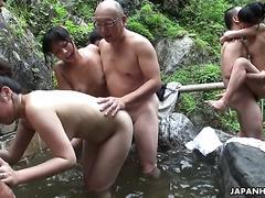Große vollbusige Oma Bubi lässt jungen Mann ihre ältere Muschi genießen