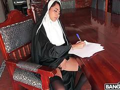 Nonne Yudi Pineda verpflichtet anal Sünde mit Gehorsam Mönch
