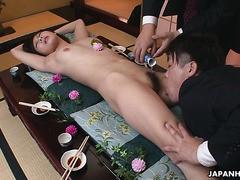 Nyotaimori nackt sushi-Zeremonie und gangbang mit Yume Sorano