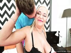 Für kostenloser oma sex such Omasex Kontakte