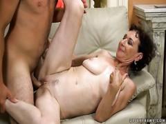 Deutsche MILF Nina Elle braucht Riesen schwarzen Schwanz in Ihre nasse Muschi