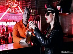 Hardcore-sex mit Samantha Bentley in der bar