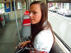 Reality POV Fick an der Bushaltestelle mit engem Euro Teenie