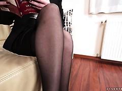 Strenge MILF Mya Lorenn öffnet ihre Beine für einen durchsetzungsfähigen Kerl