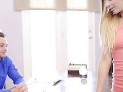 Die perfekte Sekretärin Sydney Cole stellt ihren Chef zufrieden