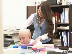 Bürohure China Mimura wird von Chef vor Kollegen gefickt