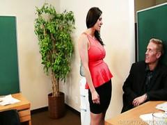 Versaute Sekretärin mit dicken Titten Kendra Lust wird von Richie Black auf dem Tisch gefickt