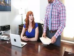 Die fantastische Ingwersekretärin Lauren Phillips wird im Büro ordentlich gefickt