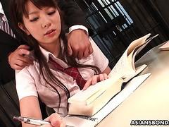 Yu Ayana, ein asiatisches College-Mädchen, wird im Gefängnis mit Spielzeug gefickt