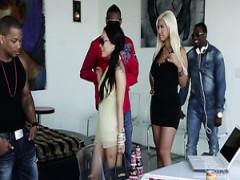 Bizarre interracial Gruppe ficken video Bridgette B