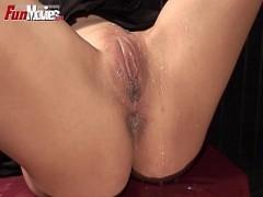 Junge Mädchen Sophie genießt erotische massage