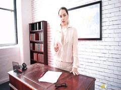 Olga Cabaeva ist eine charmante Sekretärin, deren sexy Titten köstliche