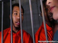 Atemberaubende Michigan vollbusige Anwältin Maggie Green gefickt wird von einigen Gefangenen