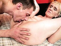 Oma Nanney bekommt Ihr senilen vagina gefickt und Sperma gefüllt