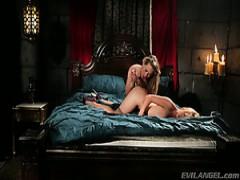 Sexy Schlampe Carter Cruise fickt lesbische Schönheit Kayden Kross