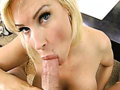 Kurvige blonde Schlampe Diamond Foxxx fickt geilen kumpel auf POV-cam