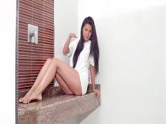 Schöne ganz allein Schönheit Kendra Roll ist völlig in petting Ihre nasse Fotze